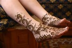 Henna tattoos are in trend these days. Most of girls are liking these temporary henna tattoos design. Henna tattoos artist also earning a very good income Mehndi Designs, Henna Tattoo Designs, Legs Mehndi Design, Best Tattoo Designs, Mehndi Tattoo, Cute Henna Tattoos, Hand Tattoo, Tribal Tattoos, Zodiac Tattoos