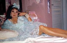 a viúva Porcina é a cara do que era os anos 80