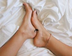 tiny-foot-tattoo-ideas-91-57514e5cbc395__605