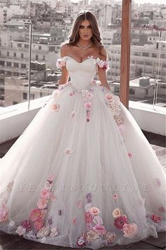 Ball gown wedding dress is a classic silhouette for bridal wear. Yesbabyonline online shop offers custom made ball gown wedding dress 2020 at affordable prices for all bride-to-be. Western Wedding Dresses, Princess Wedding Dresses, Dream Wedding Dresses, Bridal Dresses, Bridesmaid Dresses, Queen Wedding Dress, Wedding Dresses With Flowers, Ball Gown Wedding Dresses, Indian Prom Dresses