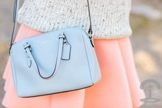 Falda de neopreno pastel Crimenes de la Moda - soft colors - light blue swaeter - jersey azul celeste - pink skirt - falda rosa - bolso Coach bag