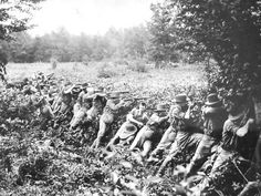 US marines in battle during the american-filipino war 1899