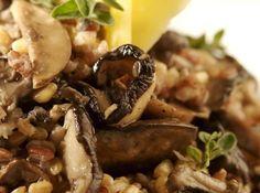 Risoto de grãos com cogumelos frescos