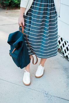 Casual Stripe Midi Dress for Fall | Casual Fall Travel Style | Louella Reese Life & Style Blog | Dainty Jewell's Effortlessly Chic Dress in Gray