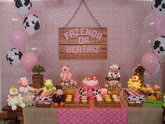 fazendinha rosa fofa Farm Birthday, 2nd Birthday Parties, Birthday Cake, Farm Party, Decor Crafts, Decoration, First Birthdays, Alice, Cow