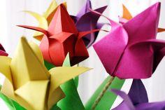 """Zum Februar-Thema der """"Kreativ durch den Monat Challenge"""" """"Frühling"""" habe ich kunterbunte Origami Tulpen gebastelt die Linksammlung zum Thema findet ihr hier."""