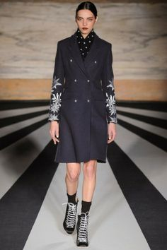 Matthew Williamson Autumn-Winter 2014 tijdens London Fashion Week. Bekijk de gehele collectie hier:  http://glamour.nl/j27cw3hy7