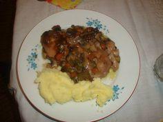 Свински пържоли с гъби и кисели краставички на фурна