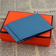 2015 new! Male genuine leather Classic design H Money Clips/Money Clip/wallets.Business casual purse,black wallet for mans. Item Type: WalletInterior: Note CompartmentInterior: Card HolderClosure Type: No ZipperItem Width: 1Item Height: 12 cmGender: MenPattern Type: SolidLining Material: Genuine LeatherStyle: European and American StyleMain Material: Genuine LeatherWallet Length: ShortItem Length: 10 cmItem Weight: 0.2Material Composition: COWWallets: Standard WalletsModel Number: mb1Brand…