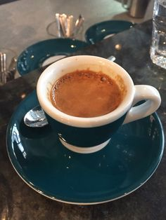 Coffee London, Italian Coffee Maker, Diy Crafts For Home Decor, Coffee Bars, I Love Coffee, Workshop, Iphone, Tableware, Pictures