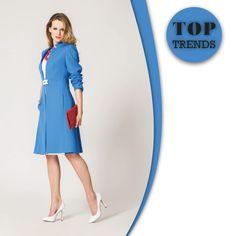 W najnowsze trendy tej wiosny wpasował się kobalt. Kolor ten pasuje zarówno brunetkom, jak i blondynkom – kolor włosów i odcień skóry nie gra większej roli. Kobaltowy płaszcz Semper idealnie układa się na ciele i pasuje do każdego typu sylwetki. Połączenie elegancji i oryginalnego kroju. #semper #semperfashion #fashioninspirations #inspirations #moda #fashion #blue #polishgirl #coat #jacket #spring #wiosna #classy #kobietasemper #womaninblue
