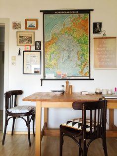 Travel-inspired dining area. Lieblingsecke Andrea (The Proof of the Pudding), Barmbek www.hamburgvoninnen.de #living