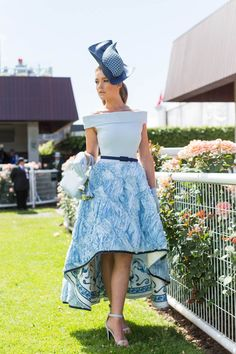 The most stylish celebrity outfits and fashion moments from Melbourne Cup Kentucky Derby Outfit, Kentucky Derby Fashion, Derby Attire, Horse Race Outfit, Races Outfit, Elegant Dresses Classy, Nice Dresses, Dresses For Work, Casual Dresses