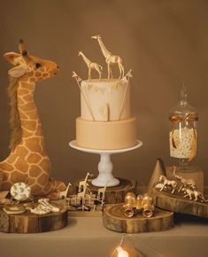 Ideas For Party Games Dinosaur Baby Shower Baby Shower Cakes, Baby Shower Giraffe, Baby Shower Parties, Baby Shower Themes, Shower Party, Safari Baby Shower Cake, Shower Ideas, Giraffe Birthday, Baby Birthday