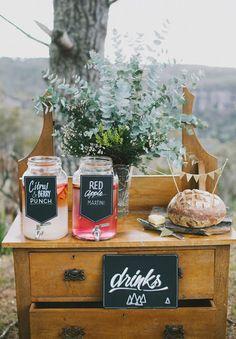 Fontaine à boissons, drink dispenser, bonbonne en verre avec robinet disponible à la vente et à la location www.lesbricolesdenolou.com mariage, wedding, decoration, cocktail, bonbonnes, vin d'honneur