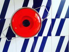 Essa maravilhosa peça MT-07 da Linha Metrópole na cor Azul Marinho está a >Pronta Entrega< com Frete Grátis pra Setembro.  São 150 peças esperando para serem aplicadas em seu belíssimo projeto! Tá esperando o que?! #  #decora #instadecor #inspiration #reforma #photooftheday #lifestyle #painel #azulejo #azulejos #ceramic #ceramica #revestimento #arquitetura #design #interiordesign #ideia #art #azulejaria #home #fachada #decor  #azulejosdecorados  #sala #room #tile #tiles #damaazulejos #dama