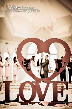 mickey and mnnie disney wedding photo ideas