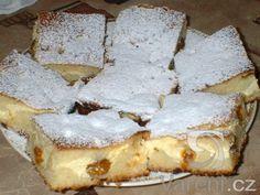 Rychlý koláč s tvarohem -      náplň                     mléko                       cukr             2 ks         vejce             1 balíček         vanilkový cukr             2 balíčky         polotučný tvaroh       těsto           1/2 hrnku         vlažná voda             1/2 hrnku         olej             2 hrnky         polohrubá mouka             1 hrnek         cukr             1 ks         vejce             1 balíček         prášek do pečiva