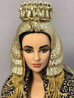 Barbie: Cleopatra Elizabeth Taylor as The Queen of Egypt 1999 #23595 #Mattel Elizabeth Taylor, Collector Dolls, Cleopatra, Egypt, Barbie, Crown, Queen, Fashion, Moda