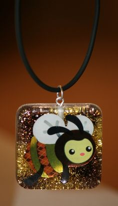 cute bee resin pendant