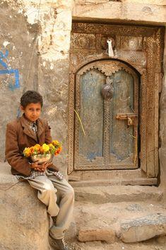 https://flic.kr/p/zuVBP | yemen | Who will buy the flowers of this Yemeni boy?