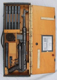 MP-40 in crate w/ ammo clips
