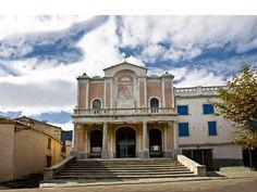 Corsica - Capicorsu - Cap Corse - Bien qu'il puisse avoir été construit sur un site antique du littoral, le hameau actuel de Lavasina date du xixe siècle. Il s'appelait A Vasina (La Vasina). De cette époque, à l'exception du clocher en ciment de facture moderne, datent le couvent de franciscains et l'église Notre-Dame-des-Grâces situés sur le littoral, à 7 km au nord de Bastia. Jusqu'au milieu du siècle dernier, une tour de défense médiévale se dressait sur le rocher de Castellacciu.