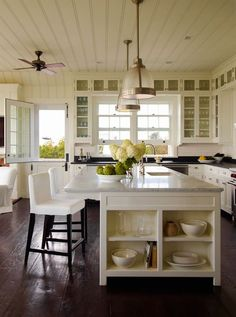 ceiling, open shelving on island, island, layout, cabinets around windows