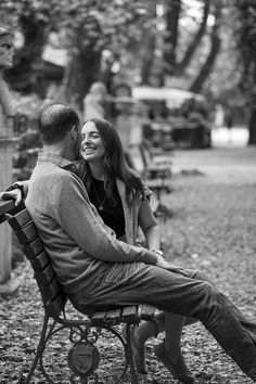 Rome Surprise Engagement photography services in Italy by the Andrea Matone photographer studio Older Couple Poses, Couple Poses Reference, Photo Poses For Couples, Family Picture Poses, Couple Photoshoot Poses, Engagement Photo Poses, Couple Posing, Couple Shoot, Engagement Pictures