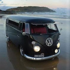 A VW Bus to road trip with the dogs. Volkswagen Bus, Volkswagen Transporter, Vw Camper Bus, Campers, Volkswagen Beetles, Vans Vw, Westfalia Van, Combi T1, Combi Split