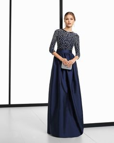 Rosa Clará's 2018 Evening Dress Collection: It's Your Big Day Too Image: 33 Mother Of The Bride Gown, Mother Of Groom Dresses, Long Sleeve Evening Gowns, Evening Dresses, Special Dresses, Cute Dresses, Mom Dress, Wedding Dress Styles, Dress Collection