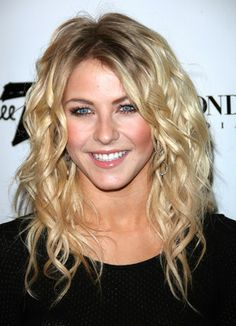 The romantic waves of Julianne Hough  | Why can't I get my curls to EVER come out like this?