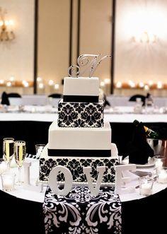 Our black & white damask wedding cake! Yuummy!