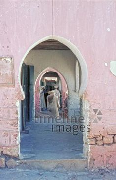 Guelmim in Marokko, 1969 Raigro/Timeline Images Frame, Painting, Art, Telephone Booth, Historical Pictures, Old Pictures, Morocco, Photographers, Painting Art