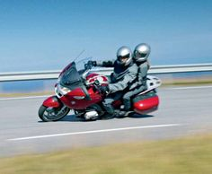 All-new successor to able but bland BMW was one of the surprise highlights of BMW's 2005 motorcycle range. It was not only faster and lighter, the ergonomics and handling package is Bmw R1200rt, Bike Bmw, Touring Motorcycles, Cars And Motorcycles, Bmw Motorbikes, Bmw Boxer, Bike Reviews, Vehicles, Helmets