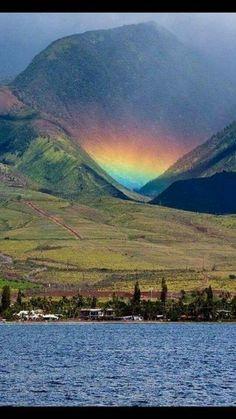 "tbt: An ""Uakoko"" or ""low lying rainbow"" Maui island. Love Rainbow, Over The Rainbow, All Nature, Amazing Nature, Beautiful World, Beautiful Places, Cool Pictures, Beautiful Pictures, Natural Phenomena"