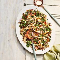 Chicken-and-Quinoa Salad with Pepper Jelly Dressing Main Dish Salads, Main Dishes, Dinner Salads, Side Dishes, Easy Salads, Summer Salads, Chicken Quinoa Salad, Cooking Recipes, Healthy Recipes