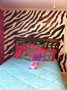 Everyone Loves Zebras - 10 Striped Interior Musts | Pinterest | Wall ...
