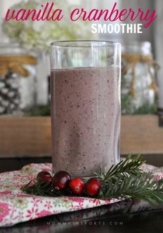 Looking for a healthy snack full of festive holiday flavors? Try this vanilla cranberry smoothie!