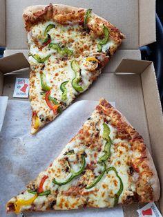 PIZZA MIZZA 1115 Boul. Saint-Luc, Saint-Jean-sur-Richelieu, Québec Vegetable Pizza, Restaurant, Vegetables, Food, Vegetable Recipes, Eten, Veggie Food, Restaurants, Meals
