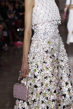 Georges Hobeika Couture Spring Summer 2017 Fashion Show in Paris Live Fashion, Fashion 2017, Runway Fashion, Spring Fashion, Fashion Show, Fashion Dresses, Fashion Design, Punk Fashion, Lolita Fashion
