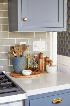 Supreme Kitchen Remodeling Choosing Your New Kitchen Countertops Ideas. Mind Blowing Kitchen Remodeling Choosing Your New Kitchen Countertops Ideas. Home Decor Kitchen, Diy Kitchen, Kitchen Interior, Home Kitchens, Kitchen Cabinets, Kitchen Tray, Decorating Kitchen Counters, Kitchen Modern, Kitchen Remodeling
