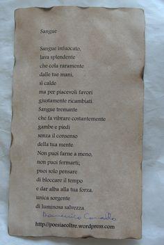 """Poesia """"Sangue"""" su foglio bagnato nel te, fatto asciugare e poi bruciato ai bordi. Pagina facebook: Cadò  Sito: http://poesiaeoltre.wordpress.com. #poesia, #sangue, #foglio, #bianco, #te, #bordi, #antichizzato."""