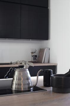 Dark kitchen cabinets, Elisabeth Heiers new kitchen Dark Kitchen Cabinets, Kitchen Appliances, Pella Hedeby, Dark Interiors, Black Kitchens, Decorating Blogs, Warm Colors, New Kitchen, Interior Styling