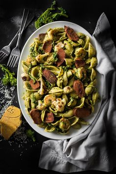 Spicy Veggie Sausage and Shrimp Pesto Conchiglie Salad with Broccoli Rabe - Andy Boy Healthy Food Blogs, Healthy Recipes, Yummy Recipes, Food Network Recipes, Food Processor Recipes, Veggie Sausage, Pescatarian Recipes, Broccoli Salad, Batch Cooking