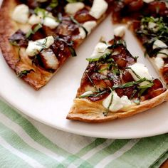 Flatbreads with Goat Cheese, Caramelized Onions, and Basil. The sweet caramelized onions, sharp goat cheese and pungent fresh basil work together beautifully, especially when supported by a crisp but chewy Flatbread. Lebanese Recipes, Appetizer Recipes, Appetizers, Vegetarian Recipes, Cooking Recipes, What's Cooking, Basil Recipes, Salad Recipes, Tasty
