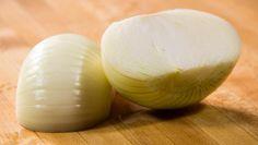 A sua cebola tende a estragar-se muito depressa quando a guarda? Aprenda mais um truque infalível! #Cebola_em_Bom_Estado #dicas #truques #cozinha #cebola #alimentos