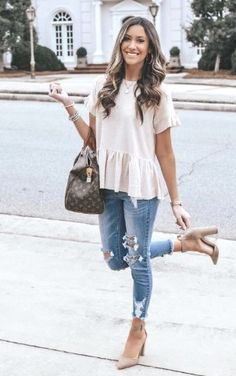 Outfits and flat lays we fell in love with. See more ideas about Casual outfits, Cute outfits and Fashion outfits. Fashion Trends, Latest Fashion Ideas and Style Tips. Summer Work Outfits, Casual Work Outfits, Work Casual, Smart Casual, Shoes For Summer, Summer Clothes For Women, Cheap Outfits, Fall Transition Outfits, Date Outfit Casual