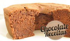 Bolo Simples. Receita de Bolo Simples de Chocolate para Lanche. A massa fica fofa e molhadinha. Uma delícia!