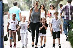 Angelina-Jolie-and-kids.jpg (1023×681)